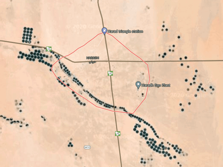The area around the town of Haradh as shown in Google Maps, showing clusters and strings of green pivot fields. In actuality, locating active pivot fields, even during the height of the growing season, can be time-consuming and requires a lot of driving.